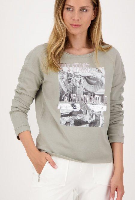 Sweatshirt_aus_nachhaltiger_Baumwolle_mit_Print-Grau-Grün-monari