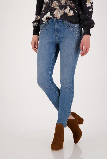 Schmale_5_Pocket_Jeans_mit_Nieten_und_Strass-Blau-monari